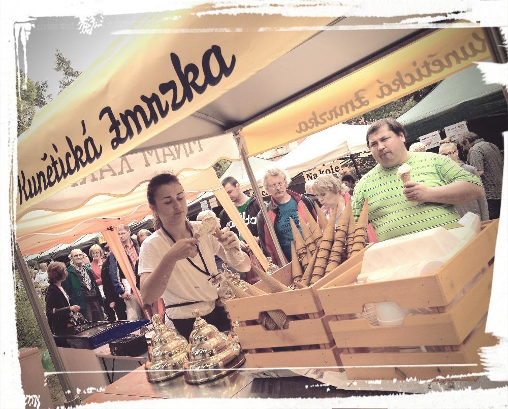 Mňam kára na medových slavnostech na Hrádku u Nechanic